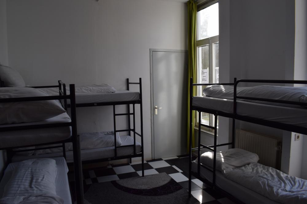 Dormitório misto de 12 camas