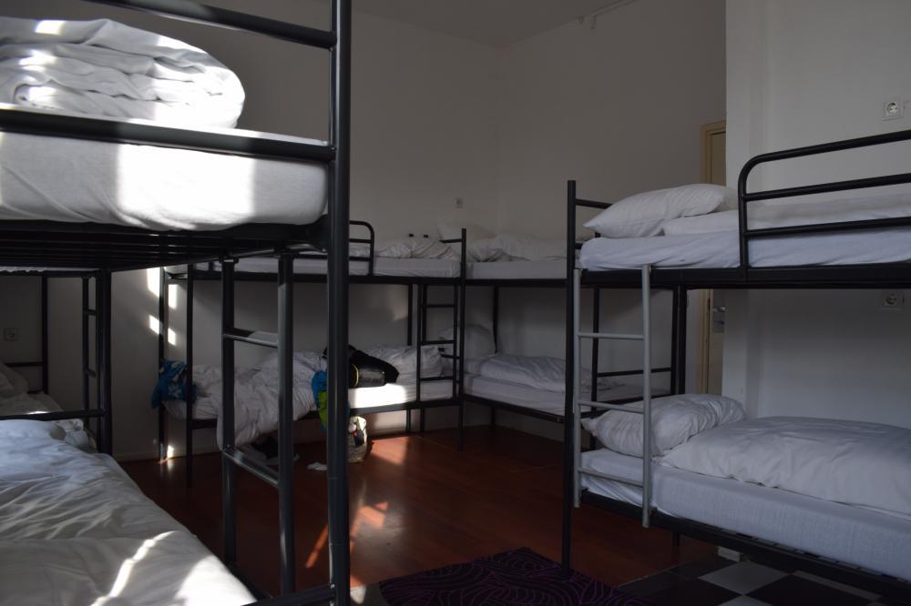 Dormitório compartilhado de 12 camas