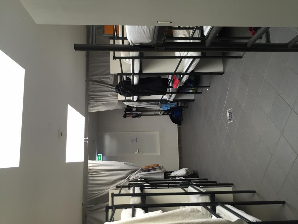 Dormitório misto com 30 camas