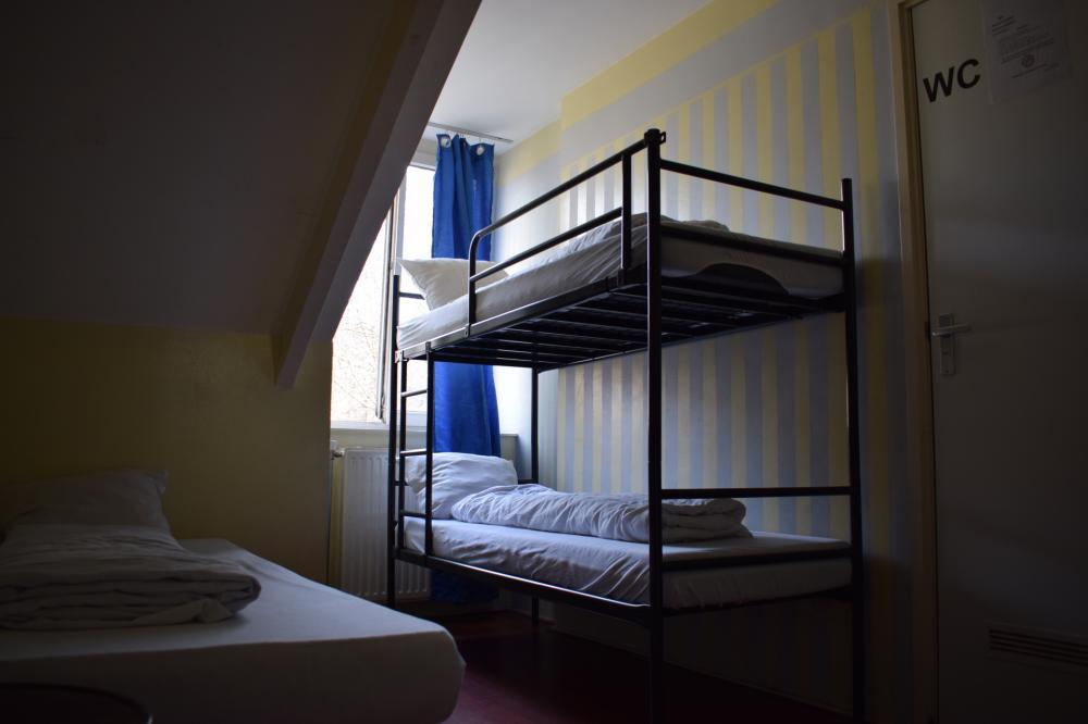 Quarto privativo com 3 camas