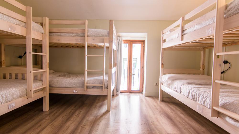 Dormitório de 6 camas com banheiro compartilhado