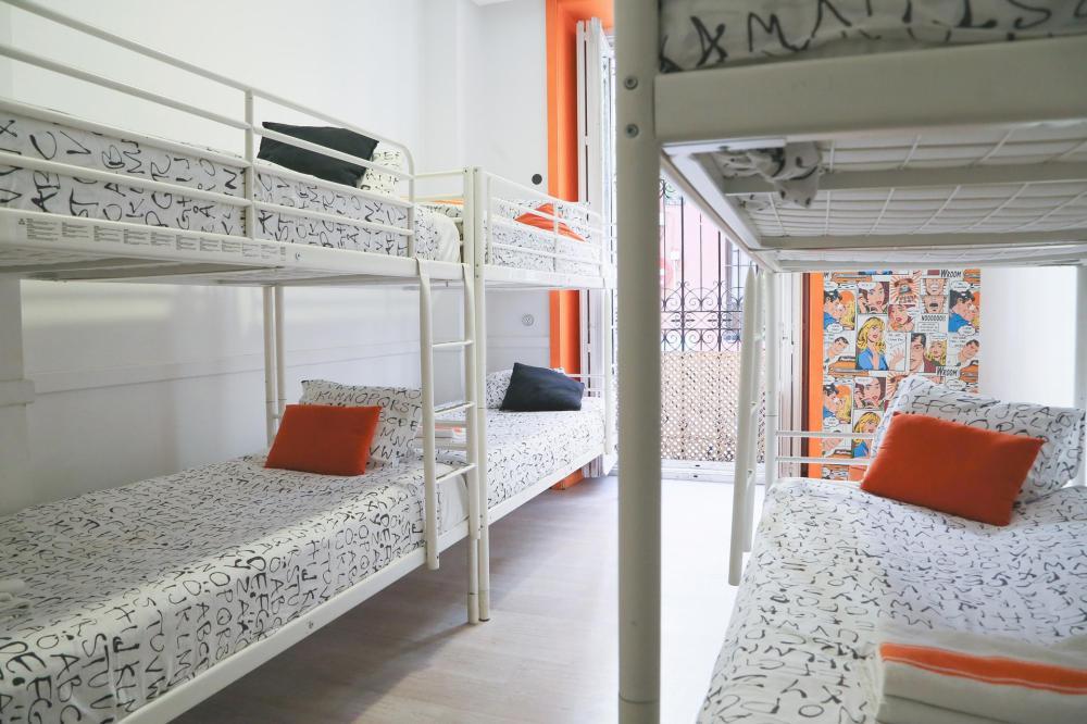 Dormitório feminino 8 camas