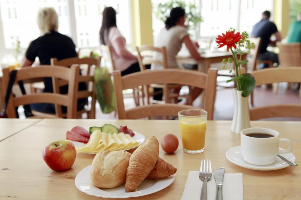 Área do café-da-manhã no A&O München Hauptbahnhof Hostel