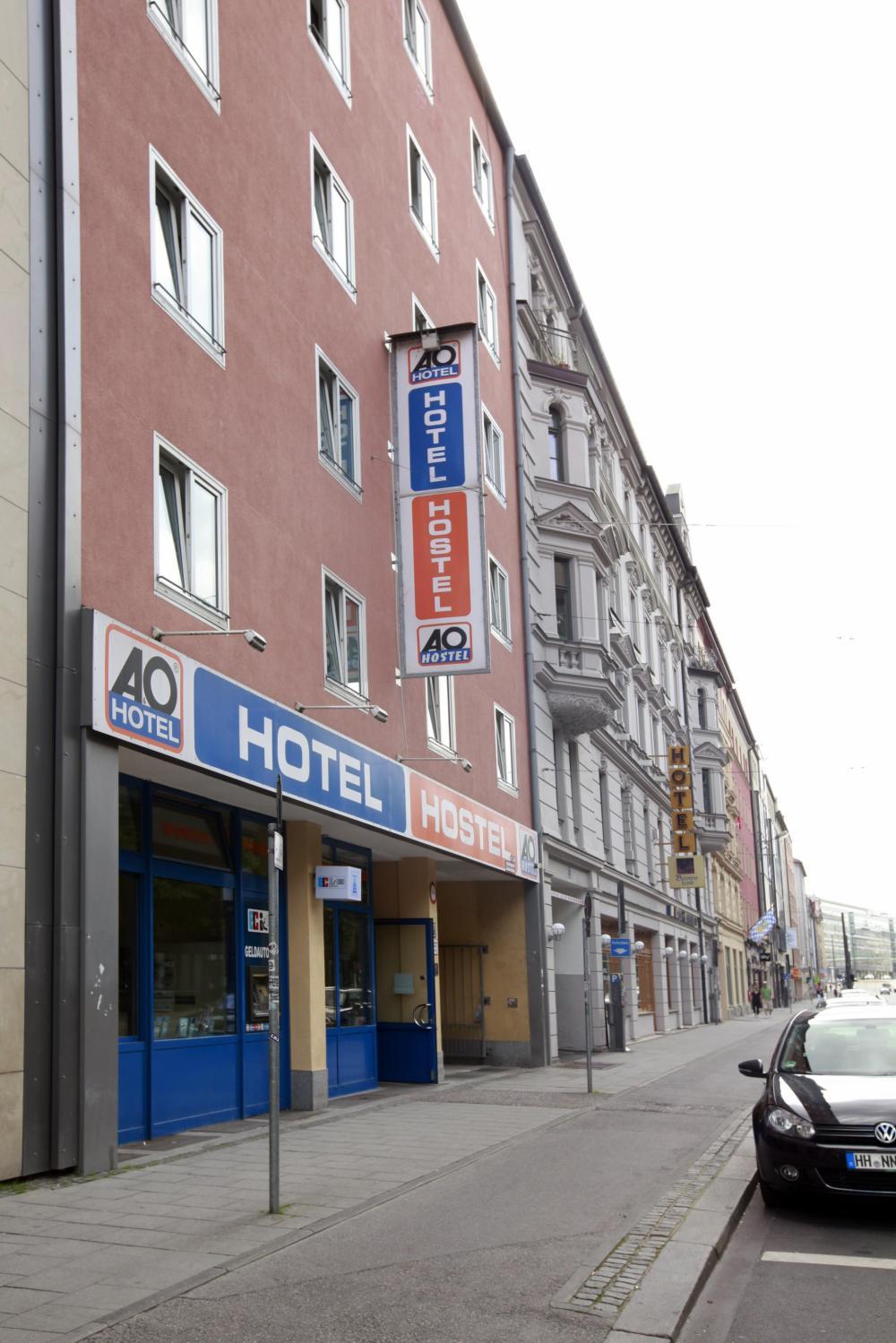Fachada do A&O München Hauptbahnhof Hostel