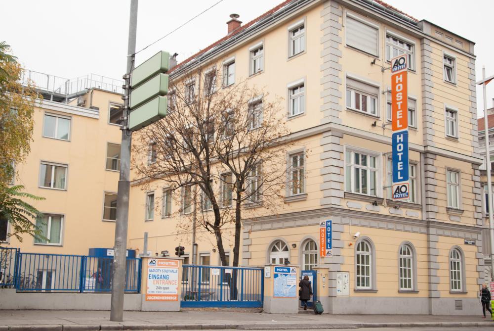 Fachada do A&O Wien Stadthalle Hostel