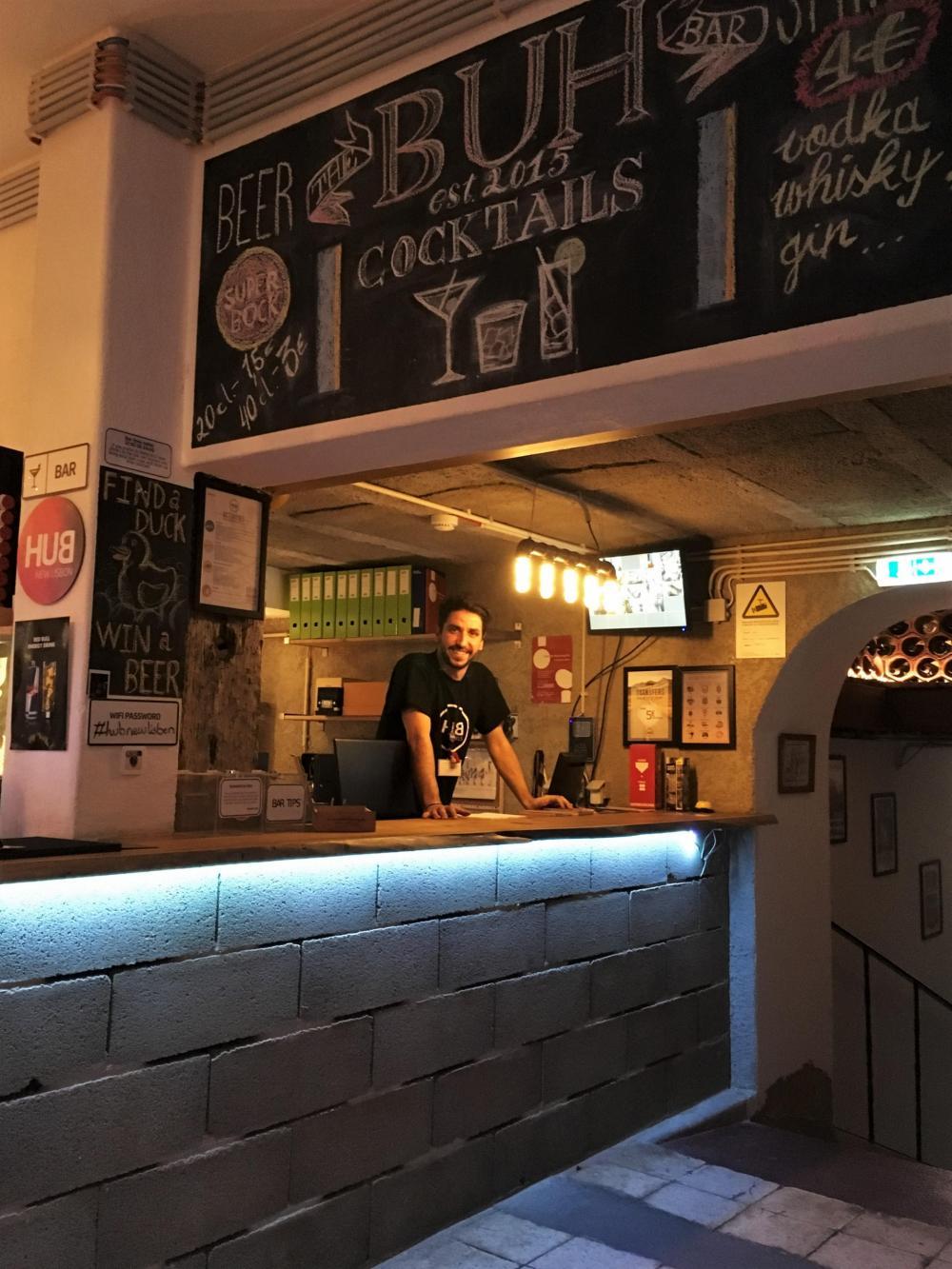 Nosso próprio Bar Embaixo do Albergue (Bar Under the Hostel)!