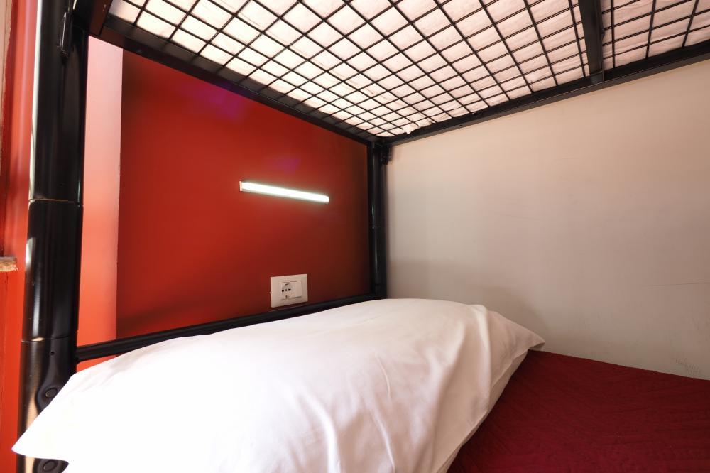 Dormitório - luz de leitura e tomada