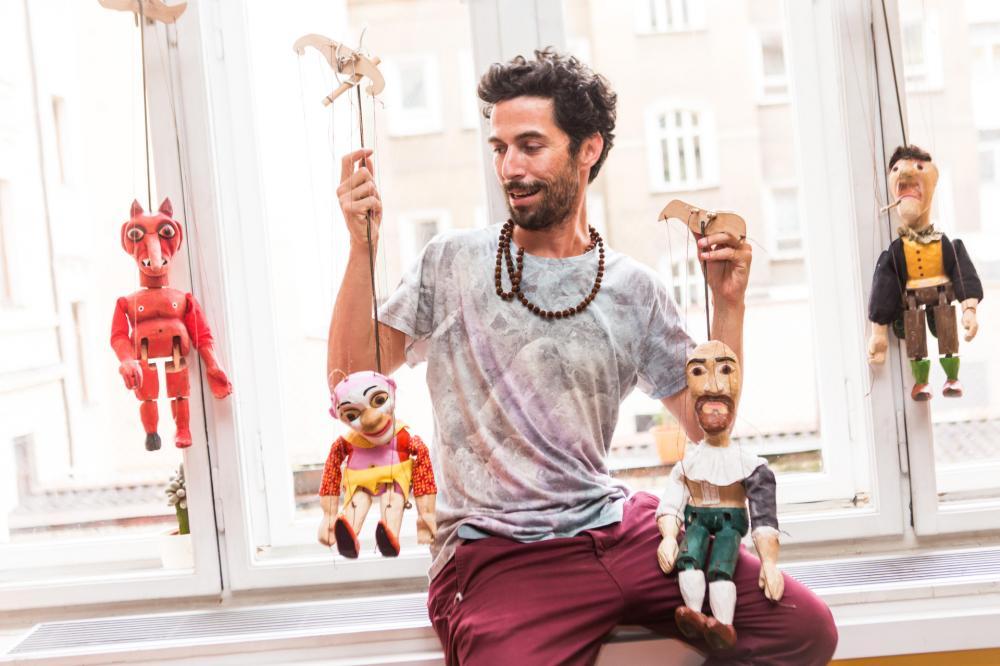 Show de marionete com Gil