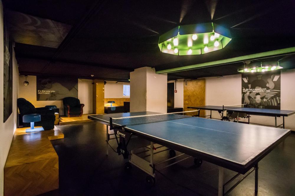 Ping-pong, pebolim e karaokê aqui