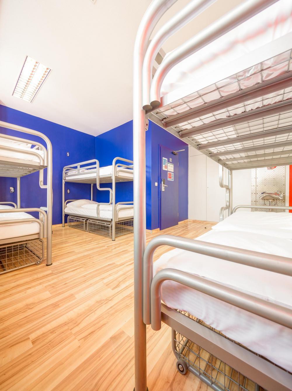 Algumas camas podem não ter um armário com tranca exclusivo
