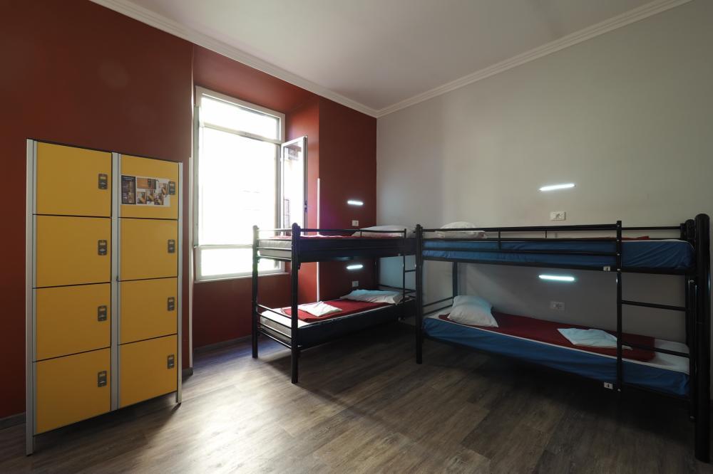 Armários no dormitório (precisa de cadeado do hóspede para usar)