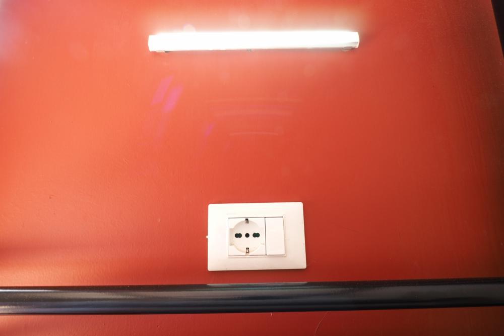 Luz de leitura e tomada de energia