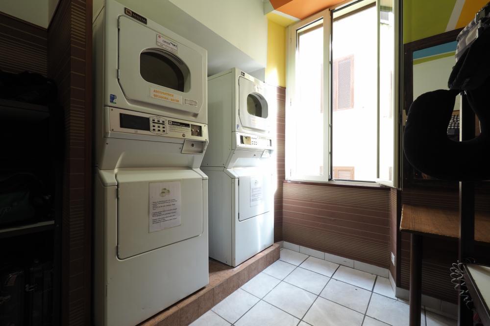 Lavandaria - 4 € lavar, 4 € secar, 1 € detergente