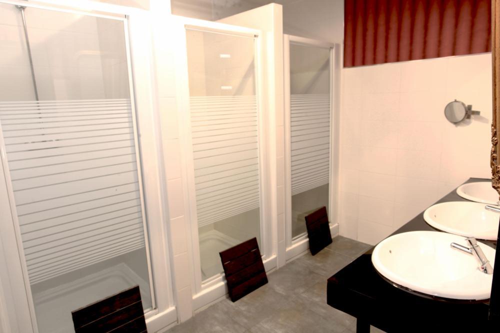 Banheiro compartilhado dormitório misto