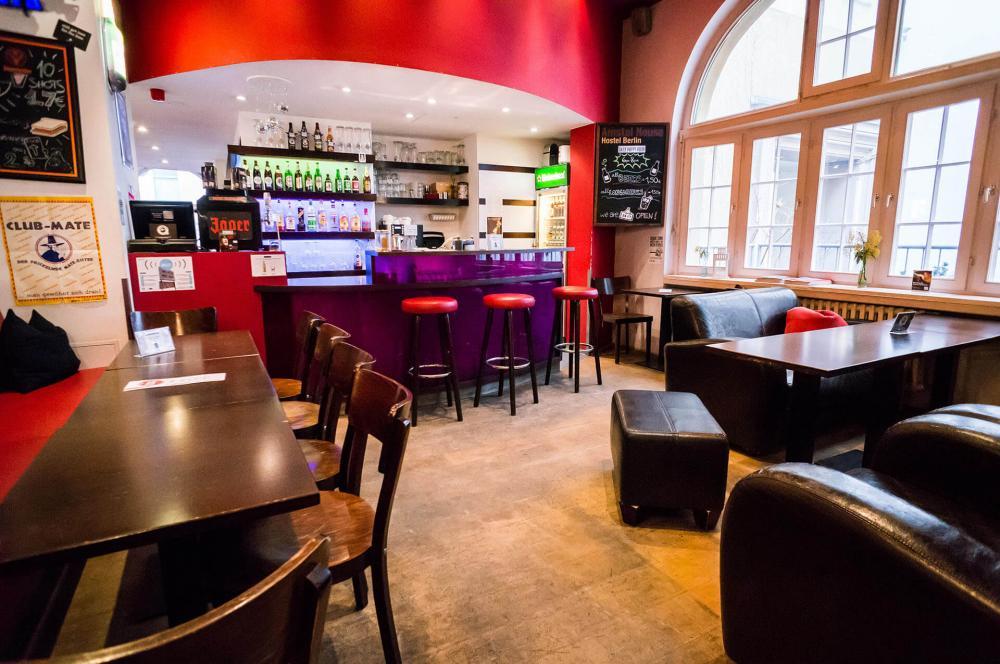Nosso bar 24/7 no Amstel House Hostel Berlim