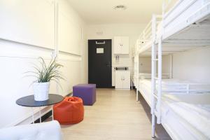 Dormitório misto 8 camas