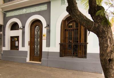 Hostels e Albergues - MedioMundo Hostel