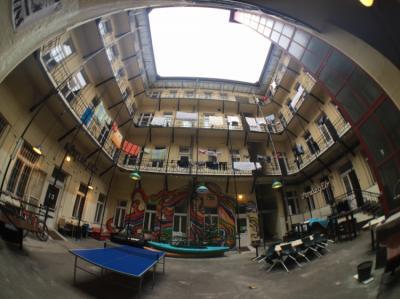 Hostéis e Albergues - DBC Hostel